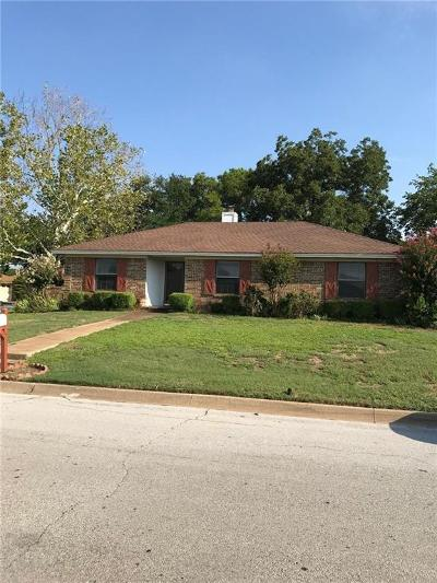 Hurst Single Family Home For Sale: 1020 Calloway Drive