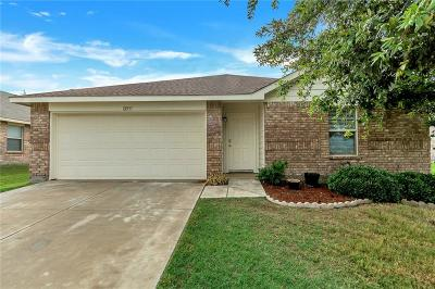 Rhome TX Single Family Home For Sale: $185,000