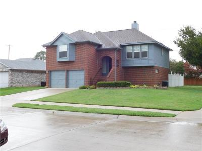 Hurst, Euless, Bedford Single Family Home For Sale: 2800 Amberton Place