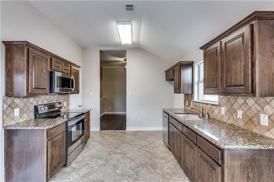 Little Elm Single Family Home For Sale: 2113 Sunny Side Drive