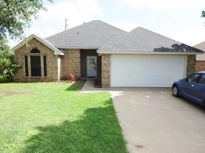 Cleburne Single Family Home Active Option Contract: 1407 Hyde Park Boulevard