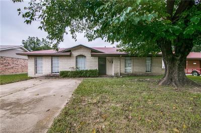 Mesquite Single Family Home Active Contingent: 318 Teakwood Street