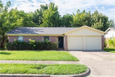 Arlington Single Family Home For Sale: 704 Lynnfield Drive