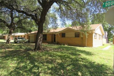 Cleburne Single Family Home For Sale: 802 N Douglas Avenue