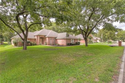 Granbury Single Family Home For Sale: 8928 Green Leaves Drive