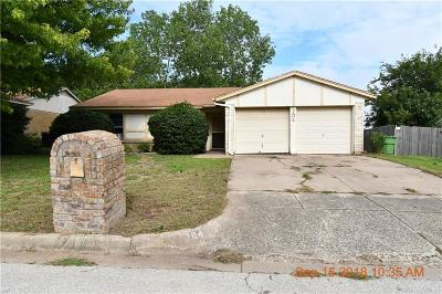 Fort Worth Single Family Home For Sale: 704 Reveille Road