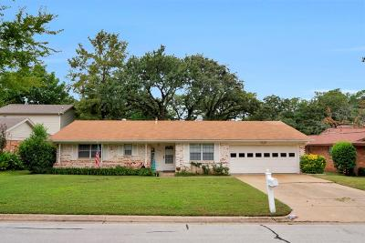 Hurst Single Family Home Active Contingent: 729 Timberhill Drive