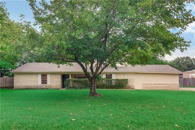 Grand Prairie Single Family Home For Sale: 1005 Nadine Lane