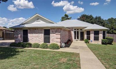 Arlington Single Family Home Active Option Contract: 4301 Kelly Hill Drive