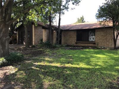 Single Family Home For Sale: 905 E Martin Lane
