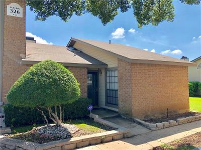 Hurst, Euless, Bedford Townhouse For Sale: 326 W Harwood Road #D