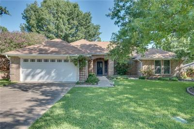 Hurst, Euless, Bedford Single Family Home For Sale: 212 Springhill Drive