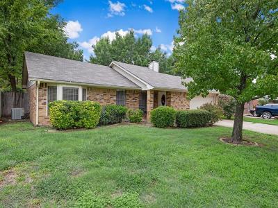 Arlington Single Family Home For Sale: 2424 Palo Alto Drive