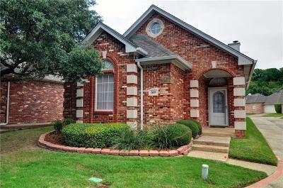 Arlington Single Family Home For Sale: 517 Chateau Trail