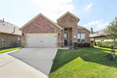 Saginaw Single Family Home For Sale: 140 Spring Hollow Drive