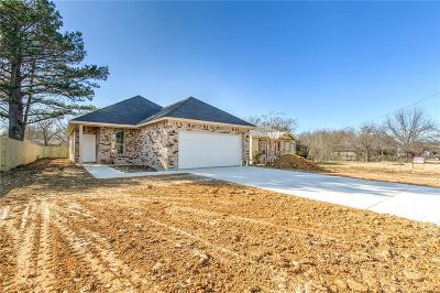 Cleburne Single Family Home For Sale: 216 Lipscomb Street