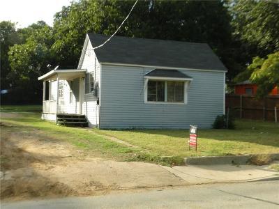 Grand Prairie Single Family Home For Sale: 221 Macarthur Boulevard
