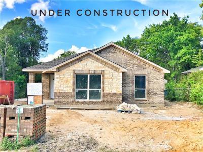 Dallas Single Family Home For Sale: 1531 E Woodin Boulevard