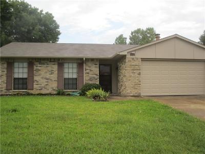 Grand Prairie Single Family Home For Sale: 1121 Clark Trail
