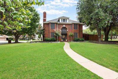 Tarrant County Single Family Home For Sale: 6104 Pathway Court