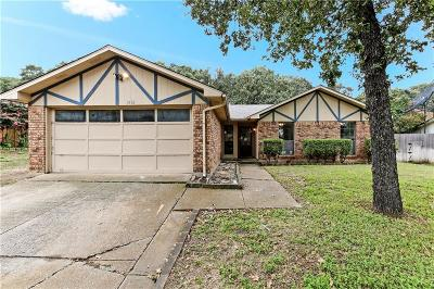 Bedford Single Family Home For Sale: 3716 Pinewood Street