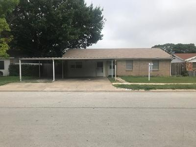 Saginaw Single Family Home For Sale: 120 Kay Lane