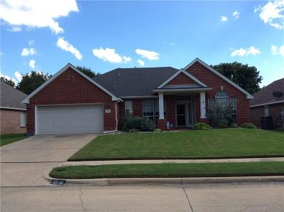 Mansfield Single Family Home For Sale: 2210 Laura Elizabeth Trail