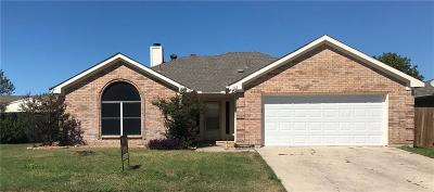 Saginaw Single Family Home For Sale: 312 Helmsford Trail