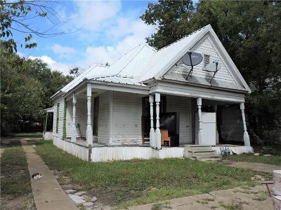 Single Family Home For Sale: 1017 E Jones Street