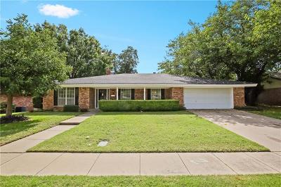 Hurst Single Family Home For Sale: 817 Donna Drive
