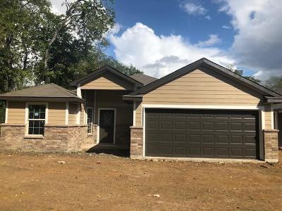Fort Worth Single Family Home For Sale: 1617 E Tucker Street