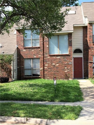 Lewisville Townhouse Active Option Contract: 1527 Barbara Drive