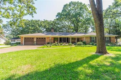 Lindale Single Family Home For Sale: 205 Helen Drive