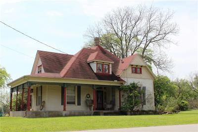 Pilot Point Single Family Home For Sale: 217 E McKinney Street