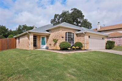 Lake Dallas Single Family Home For Sale: 743 Thousand Oaks Drive
