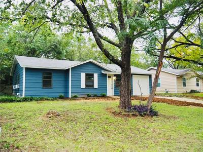 Euless Single Family Home For Sale: 821 Collin Drive