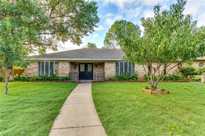 Hurst Single Family Home For Sale: 401 Cavender Court