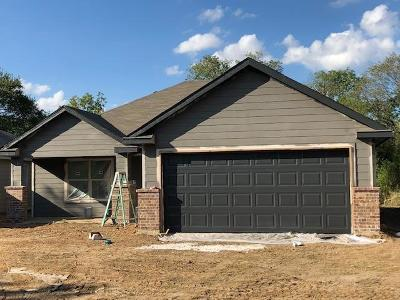 Fort Worth Single Family Home For Sale: 1621 E Tucker Street
