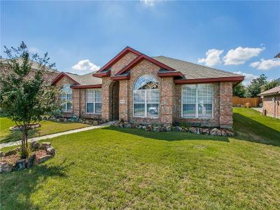 Single Family Home For Sale: 1104 Hall Drive
