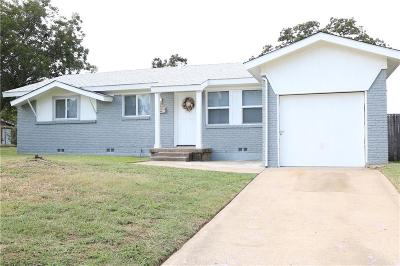 Euless Single Family Home For Sale: 218 S Sheppard Drive