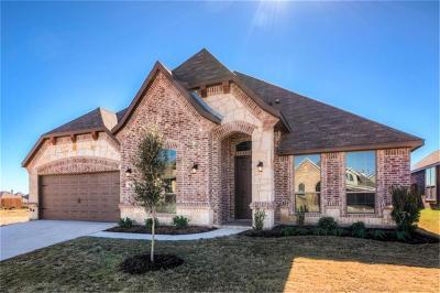 Saginaw Single Family Home For Sale: 261 Sugar Creek Lane