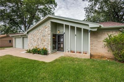 Hurst Single Family Home For Sale: 1913 Mesquite Trail