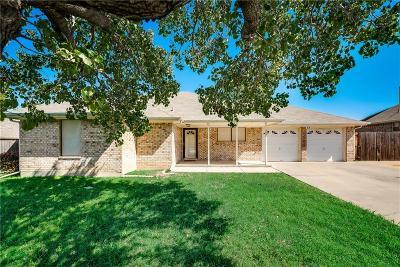 Lake Dallas Single Family Home For Sale: 520 Oak Lake Drive