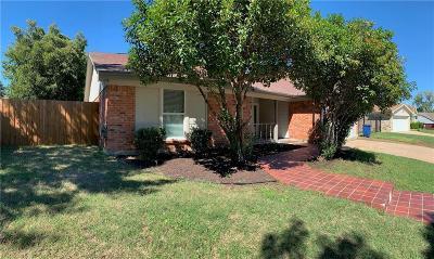 Haltom City Single Family Home For Sale: 4732 Cripple Creek Road