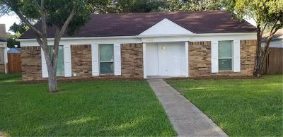 Dallas Single Family Home For Sale: 9815 Caravelle Court