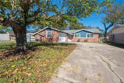 Everman Single Family Home For Sale: 832 Russell Road