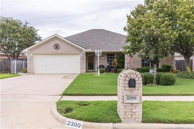 Mansfield Single Family Home For Sale: 2300 Charleston Drive
