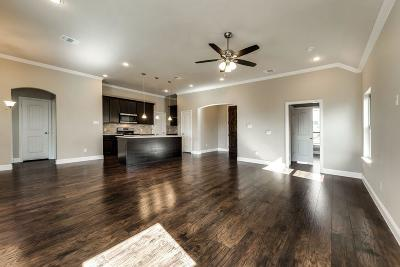 Grand Prairie Single Family Home For Sale: 1929 San Antonio Street