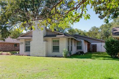 Grand Prairie Single Family Home For Sale: 1709 Esquire Place