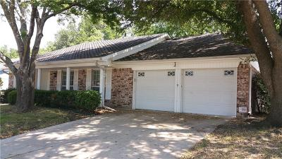 Bedford Single Family Home For Sale: 612 Robinhood Lane